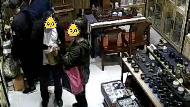 老了丢了自尊!俩游客偷茶叶被拘留