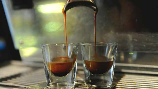 罕见!法国11岁男孩靠浓缩咖啡续命