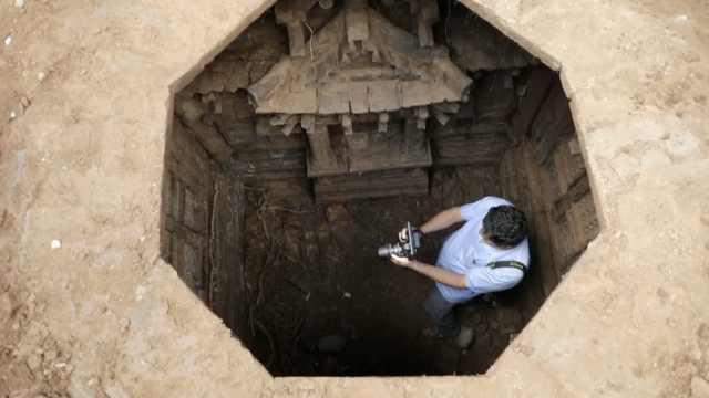 山西挖出疑似宋辽墓,骸骨清晰可见