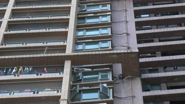 20楼窗户砸倒男童,物业:正排查隐患