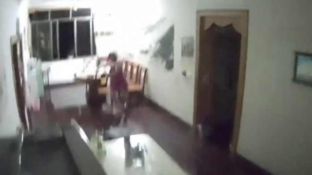 5段监控记录宜宾地震,惊险瞬间