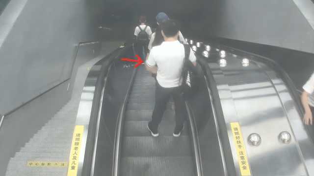 他见女子好看一路尾随,扶梯上猥亵