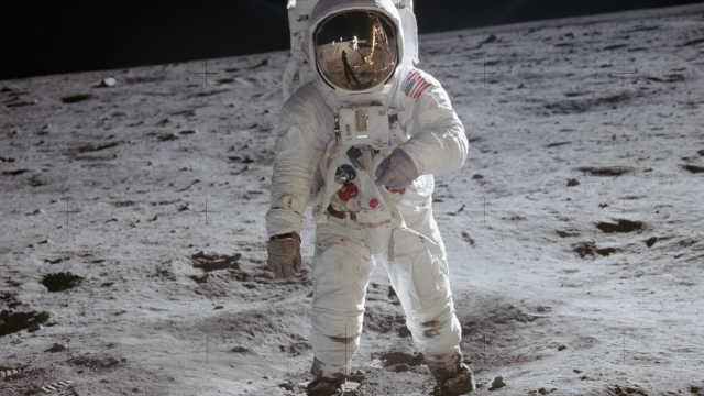 登月50年来宇航员戴什么腕表上天?