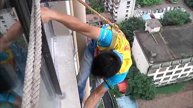 空调安装师:行走在高空的