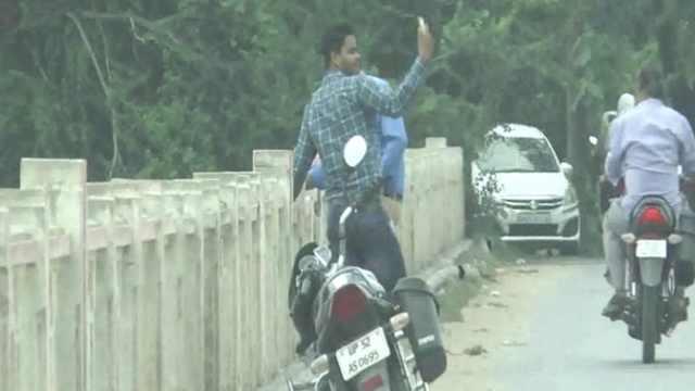 拍跳桥视频发抖音? 印度男子溺亡