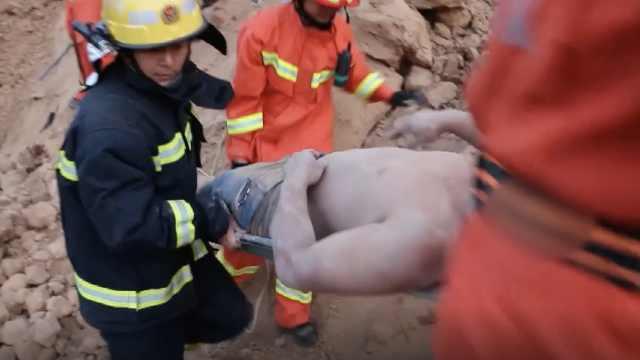钩机被埋两人被困,救援时二次塌方