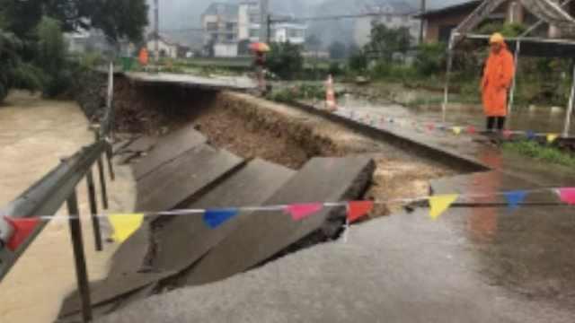 浙江丽水暴雨:水位猛涨,冲毁多条路