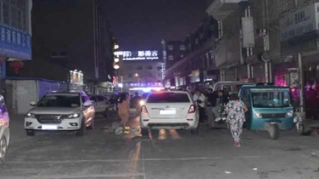 路边车突开门,骑车人被撞后遭碾压