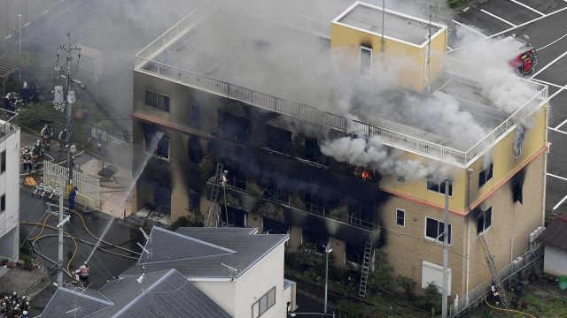 直播:民众漫迷悼念,京阿尼火灾现场