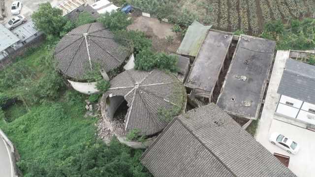 50岁粮仓险被拆,村委会挖机下救它
