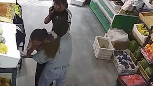 女子假钞购物被抓,一把抢回吞下肚