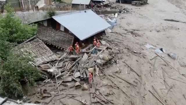 山洪冲进村3人失联,450人紧急救援