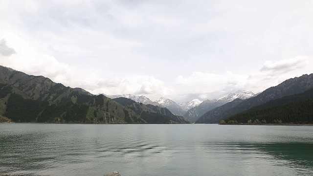 """绝美风景之天山""""瑶池""""灵山环绕"""
