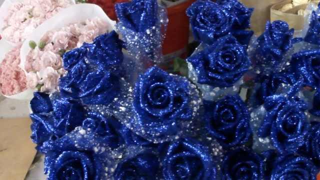 收到花了吗?七夕玫瑰价格暴涨翻番