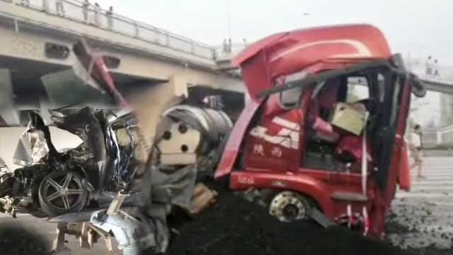 突发!两车相撞,重型半挂车掉下大桥