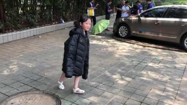 萌娃为参赛穿羽绒跑步,1天减重1kg