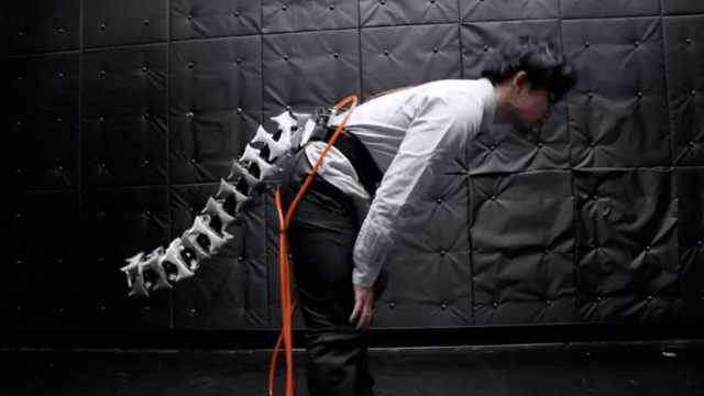 日本科学家研发机器人尾巴