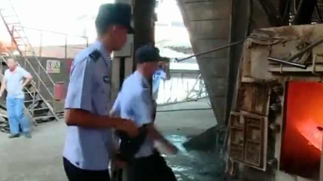 百色公安统一销毁一批非法枪爆物品
