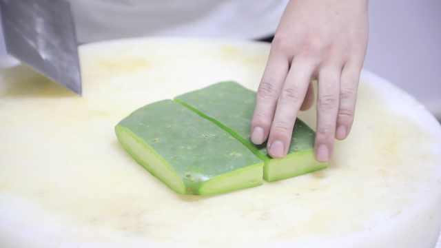 他将仙人掌入菜,清炒凉拌绿色健康