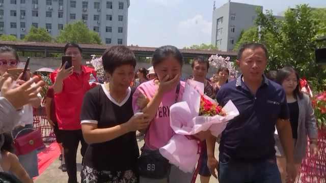 女儿被拐30年后终回家,团聚时痛哭