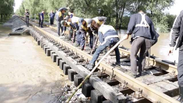 吉林水害致铁路线封锁,多车次晚点