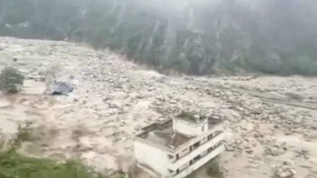 汶川山洪泥石流,多地消防出动救援