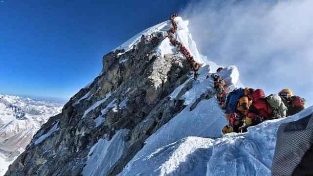 尼泊尔立法严禁珠峰出现一次性塑料
