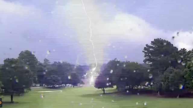 恐怖!高尔夫美巡赛现场被闪电袭击