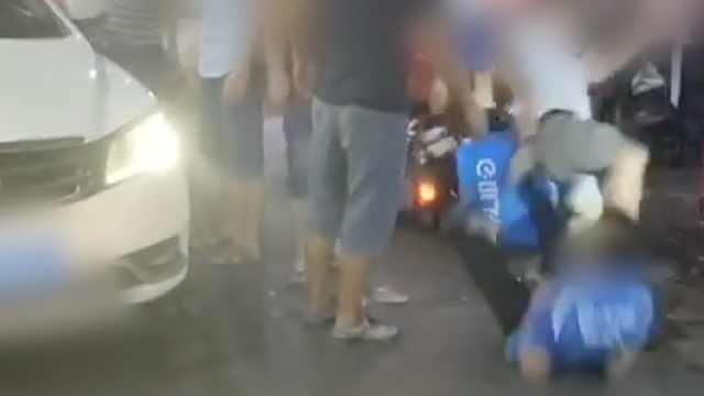 外卖小哥被当街殴打,涉案人员在逃