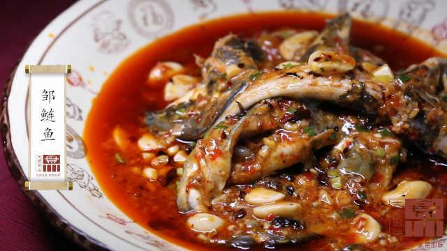 大蒜烧鲢鱼,极具成都美食特色!