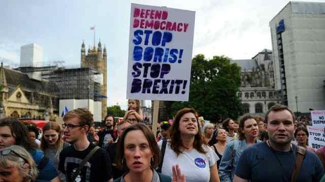 英民众抗议鲍里斯关闭议会:是政变
