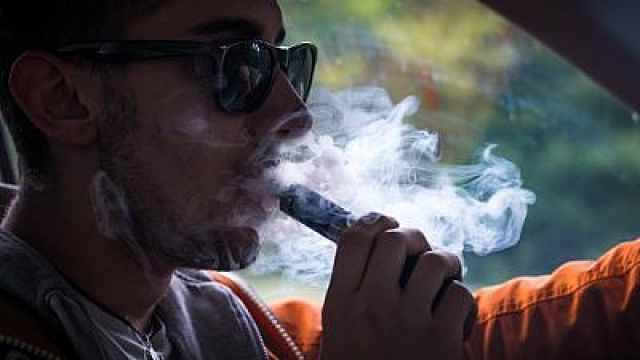 美国威州警告:立即停止吸电子烟