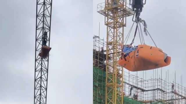 險!木工爬40米高空和塔吊司機打架