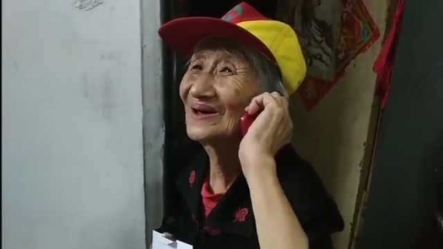 """大连93岁老人有119个""""消防儿女"""""""