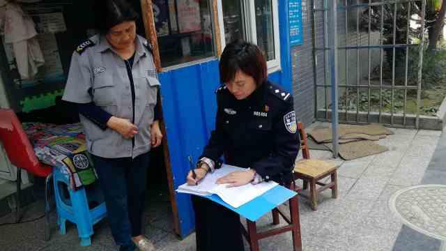 女民警1天拨100个电话,被电信停机