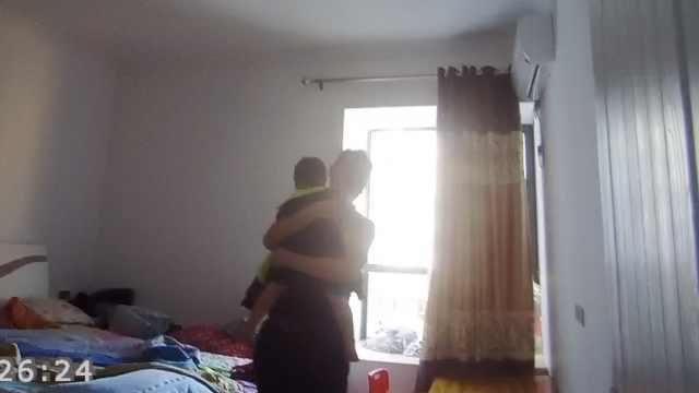 逃犯家中被抓孩子惊醒,民警:拍电影