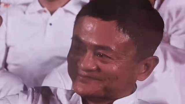 马云满含热泪,跟唱《追梦赤子心》