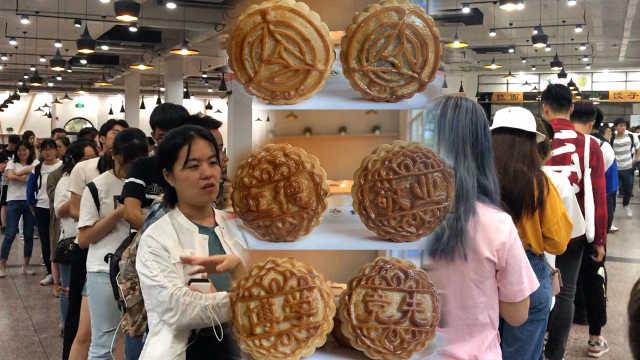 中传特制版月饼走红:印有校徽校训