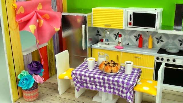 DIY五颜六色的芭比娃娃厨房