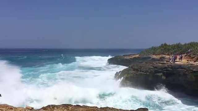 印尼恶魔眼泪再发翻船事故:2人死亡