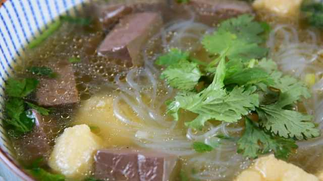 鸭血粉丝汤,出锅后抢着吃