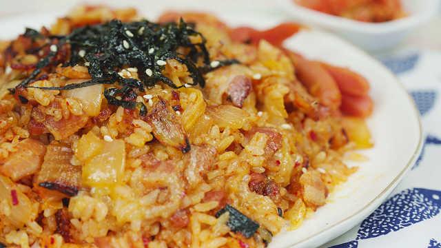 韩国常见主食泡菜炒饭,巨好吃!