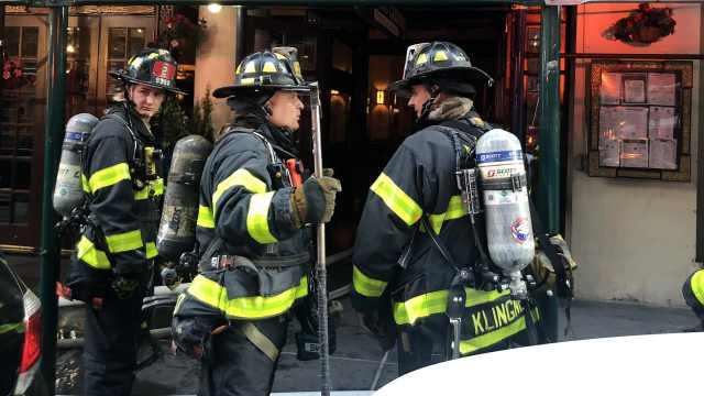 纽约时报广场建筑着火,封锁街道