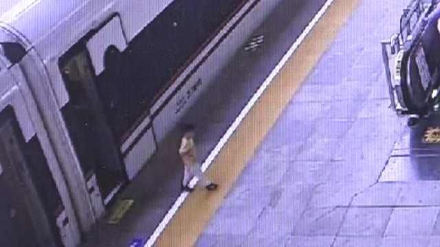 3岁娃溜下高铁,民警好吃好喝招待