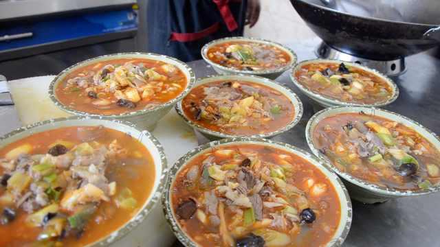 小镇美食花石羊肉汤,1碗汤里太丰盛