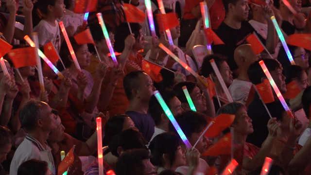 深圳群众文艺晚会,合唱《中国心》