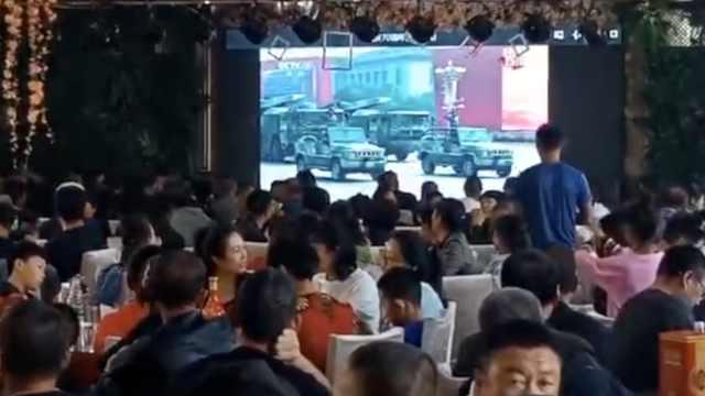 國慶辦婚禮,新人取消儀式直播閱兵