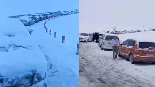青海祁连突降大雪,3000余辆车被困