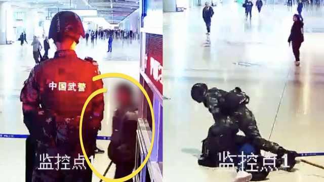 男子持棍袭击22岁执勤武警,7秒被KO
