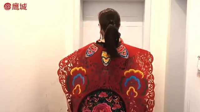剪纸能当衣服穿?她巧手打造新时尚